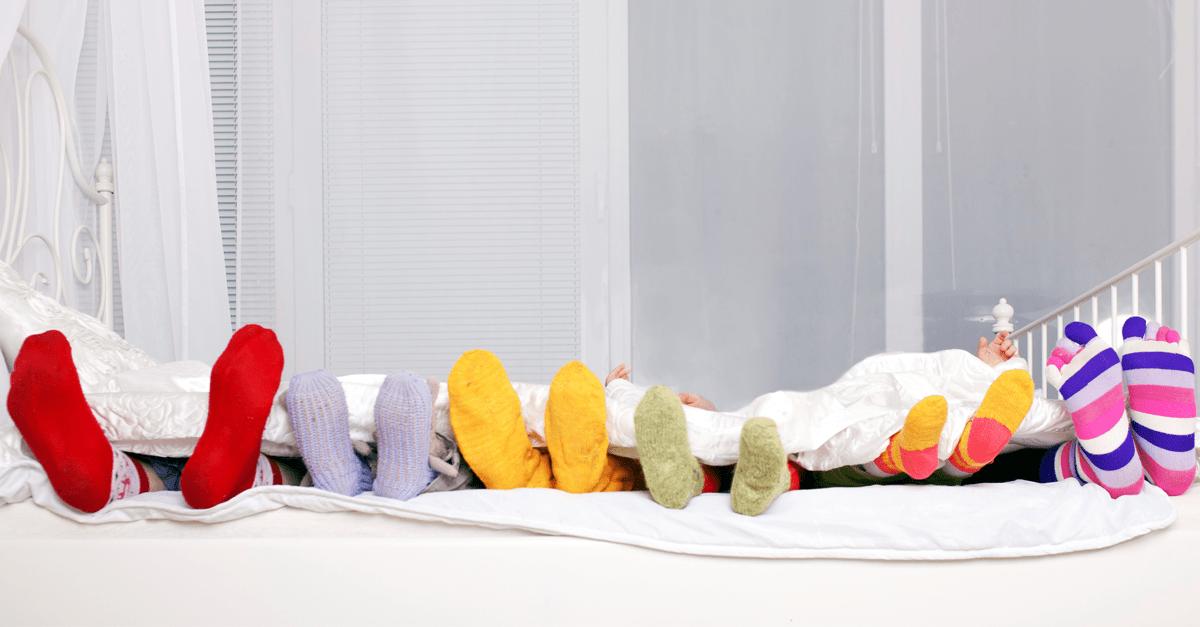 7 trucos para que tu hijo lleve mejor eso de dormir solo