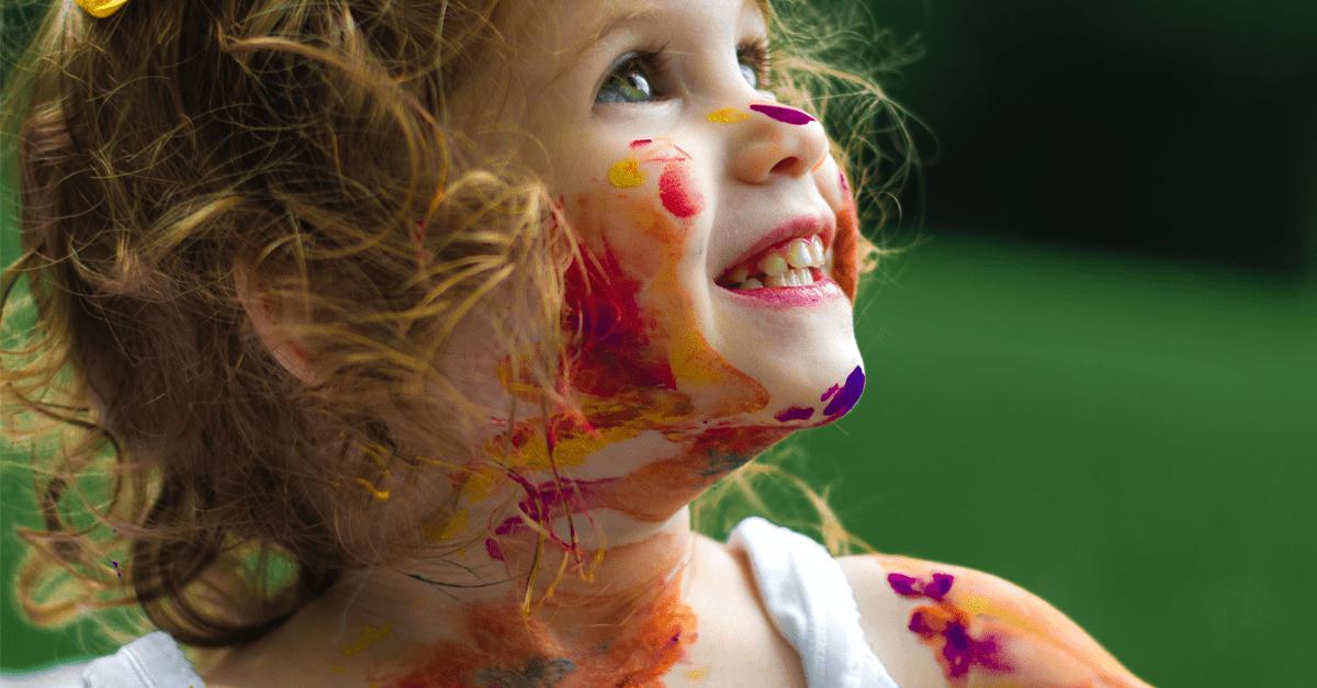 22 cosas más bien raras que hacen los niños y nosotros también hicimos en su día